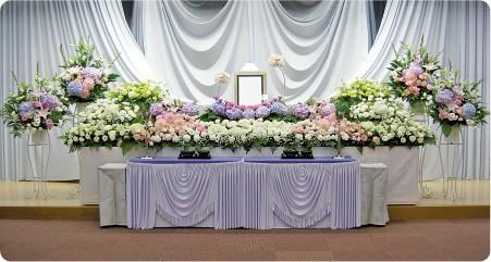 無宗教葬・お別れの会等の生花祭壇の一例